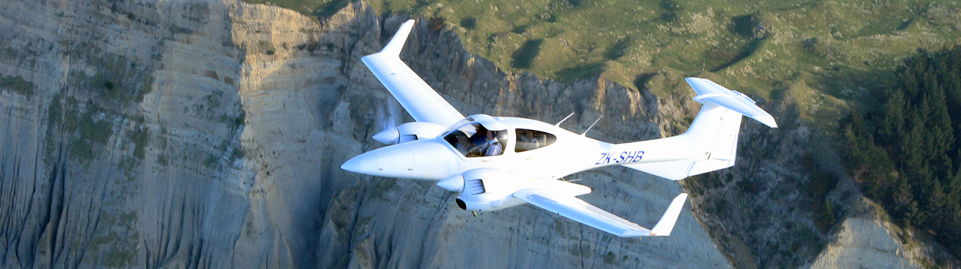 SHB Air to Air Cape Kidnappers twin engined flight training